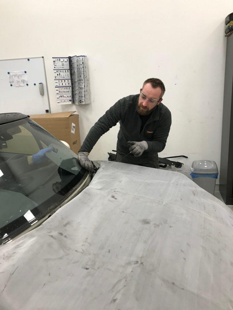 technicien vitrage automobile