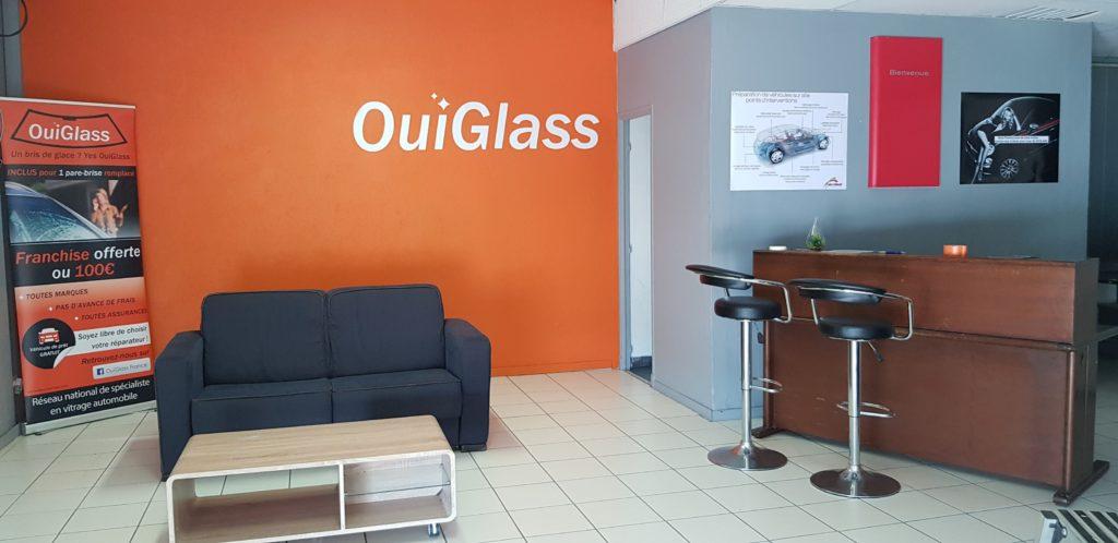Le centre OuiGlass Pamiers dispose d'une superficie de 300m2, d'une capacité d'accueil de 2 véhicules. Situé à proximité des commerces