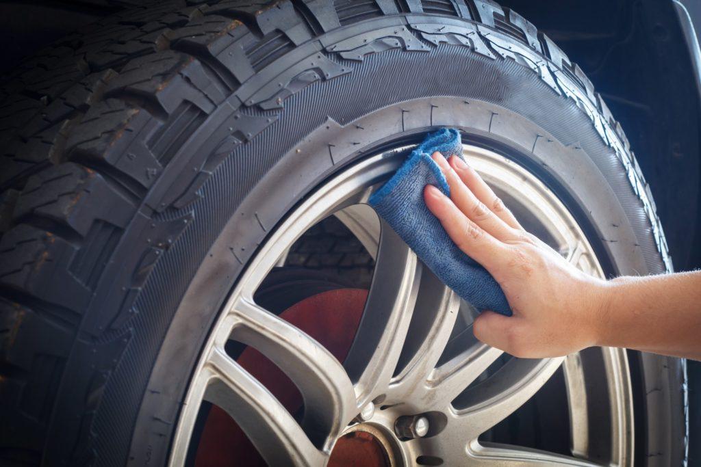 nettoyage des pneus