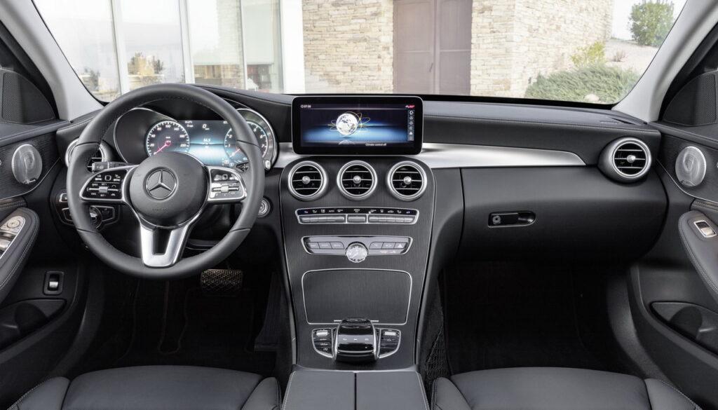 Boite manuelle : L'intérieur de la Mercedes Classe C